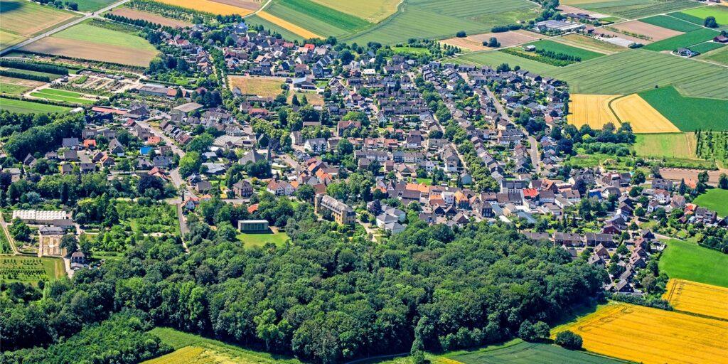 Das Dorf Horneburg aus der Luft. Der Ortskern, die alte Freiheit, soll unter Denkmalschutz gestellt werden
