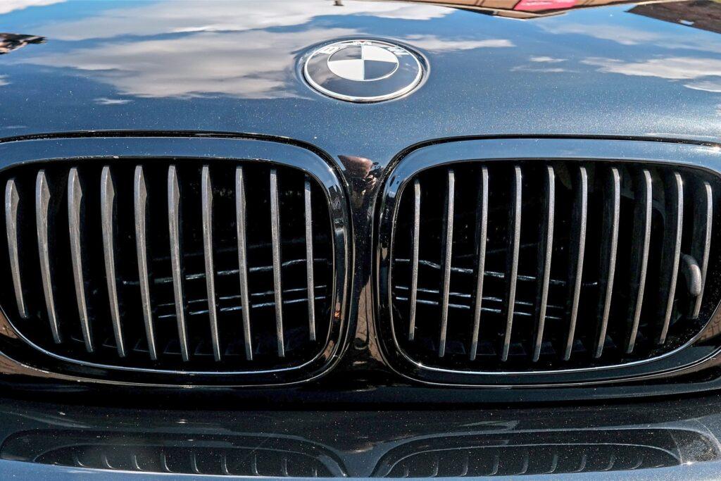 Markant: Der Kühlergrill des BMW E46.