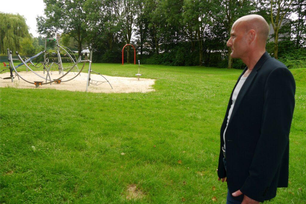 Gegen den Umbau des Spielplatzes am Sandweg in Westerholt gibt es eine Petition. Einer der Initiatoren ist Oliver Kirch.