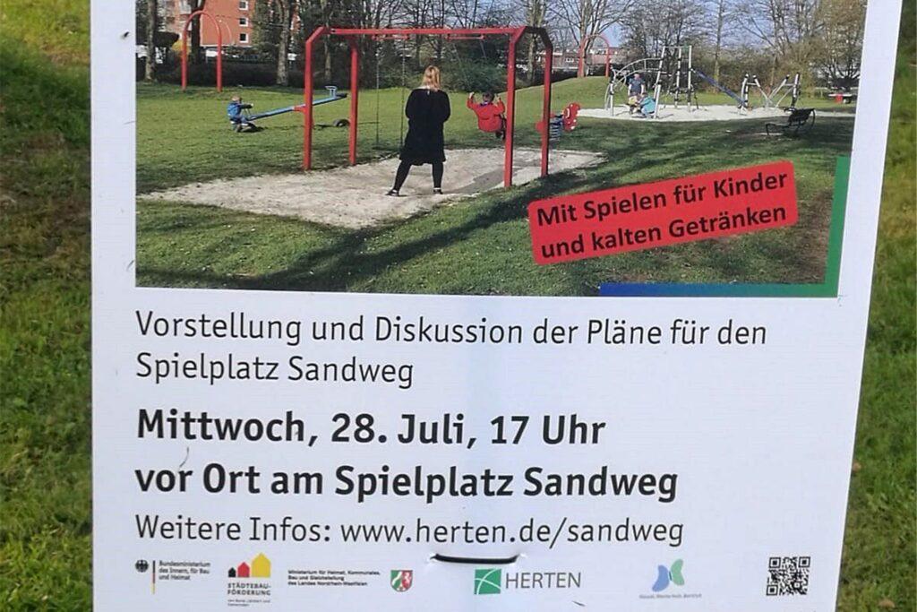 Mit einem Aushang wird am Spielplatz auf das Treffen am 28. Juli hingewiesen.