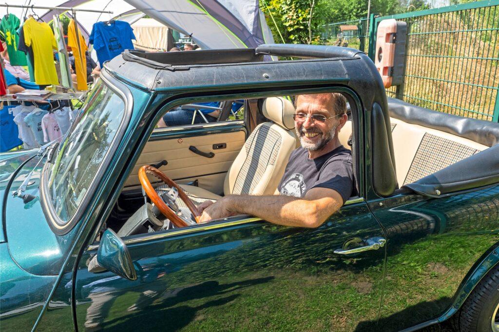 Dirk Schulte, Organisator des Mini-Treffens, fährt gerne auch längere Strecken in seinem Cabrio.
