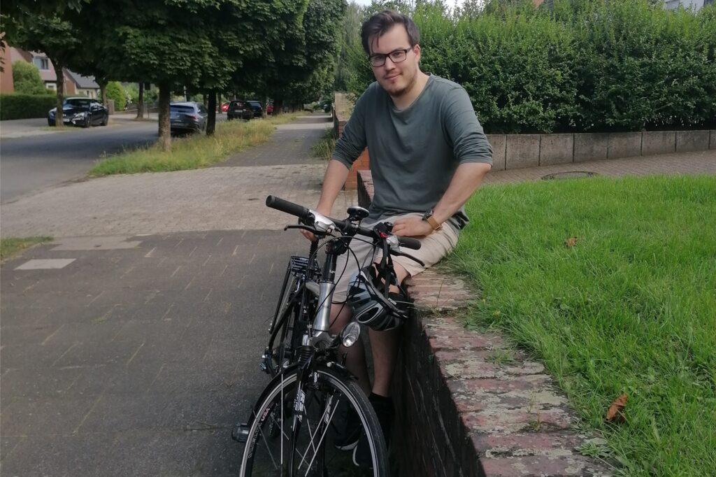 Wie es sich für einen Grünen gehört, ist Robin Conrad häufig mit dem Fahrrad unterwegs.
