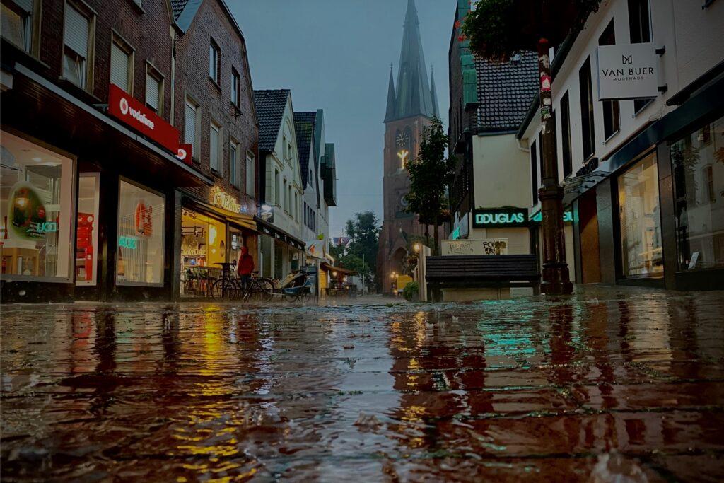 Mittwochmorgen kam es zu Platzregen über der Innenstadt.
